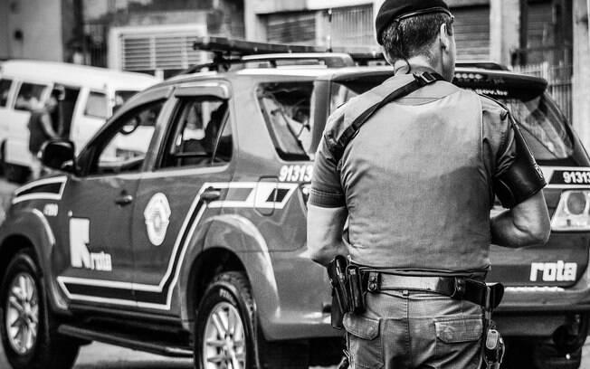 Policial de ROTA durante uma abordagem
