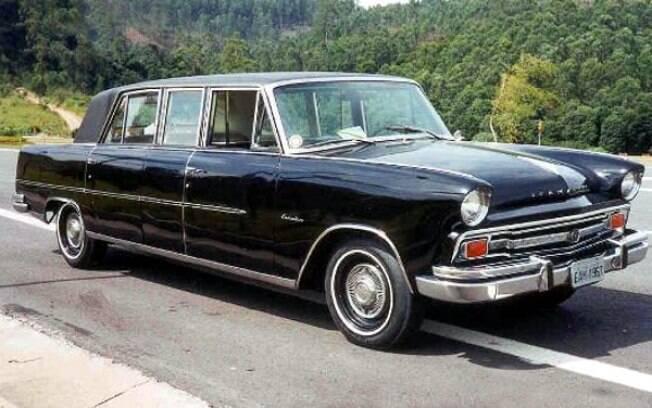 A marca norte-americana Willys chegou ao Brasil em 1954 e entre os modelos que produziu aqui está a Limousine Itamaraty, exposta no Museu em Brasília