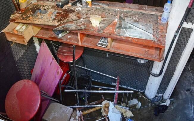 Estado em que ficou o bar da boate Kiss após o incêndio que matou mais de 200 pessoas na madrugada deste domingo em Santa Maria (RS)