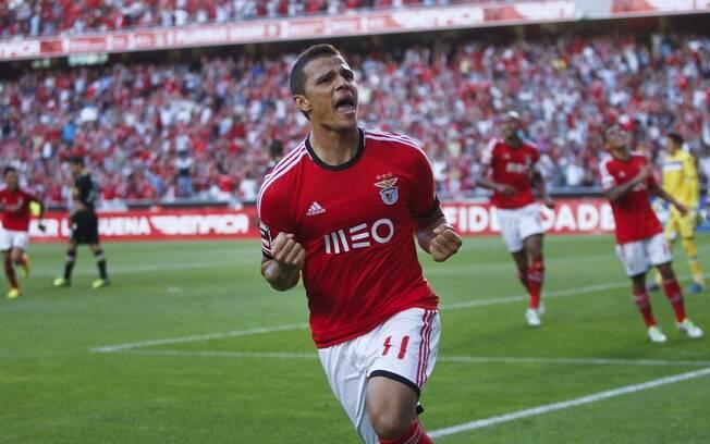 Lima teve dificuldades para se firmar no Santos, saiu para Portugal e está no Benfica, fazendo muitos gols