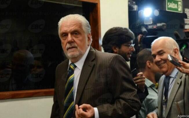 Mensagens divulgadas pela imprensa indicam que Wagner queria apoio financeiro de empreiteiro da OAS