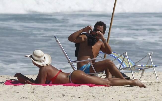Solange Couto e o marido, Jamerson, tomam sol no Rio. Atriz mostra boa forma após perder 40kg