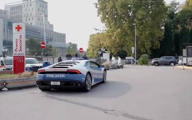 Transportando um órgão para transplante, Lamborghini Huracán da policia italiana percorrer 500 km em apenas duas horas