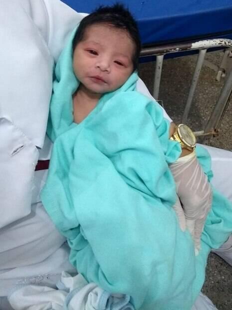 A recém-nascida foi resgatada com distúrbio de coagulação e hipotermia