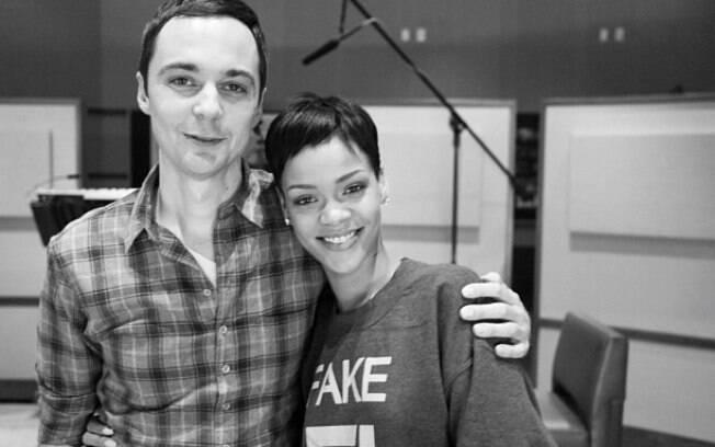 """Rihanna tietou o ator do seriado """"The Big Bang Theory"""" e postou a foto no Instagram"""