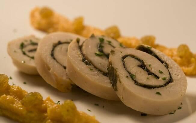 Foto da receita Rolinhos de frango com creme de cenoura light pronta.
