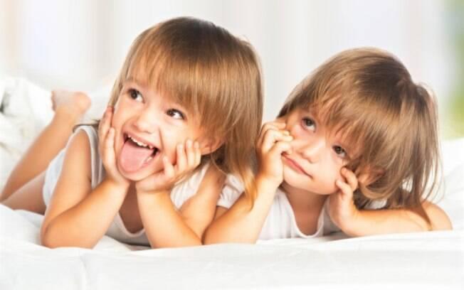 Diferenças de idade e de gênero influenciam na hora de saber o que esperar quando irmãos dividem um mesmo quarto