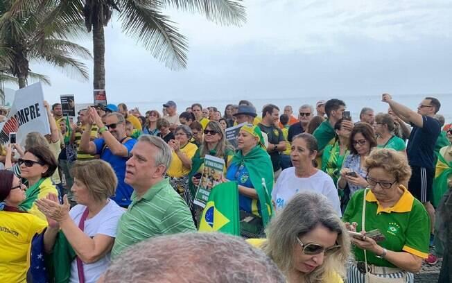 Registro de protesto em frente à casa de Rodrigo Maia, no Rio de Janeiro