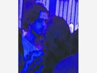 Bruna Marquezine e Marlon aos beijos