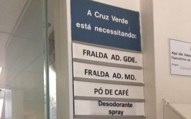 Na entrada da Cruz Verde, um quadro pede doação dos itens de maior necessidade ao hospital