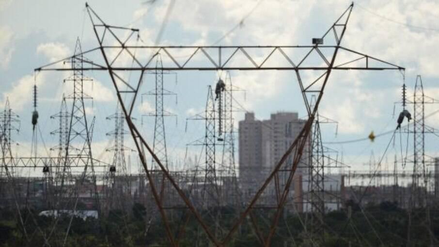 Governo volta a defender privatização da Eletrobras