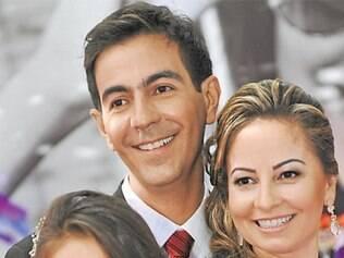 Os pais Carlos Augusto Nazareth e Edilane Rosa comemoram a aprovação da filha Bárbara Rosa Nazareth no curso de direito da Faculdade Dom Hélder Câmara, uma das mais renomadas de Belo Horizonte.