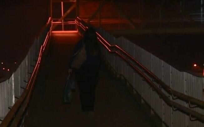 Passageiros de ônibus enfrentam escuridão em pontos da SP-101