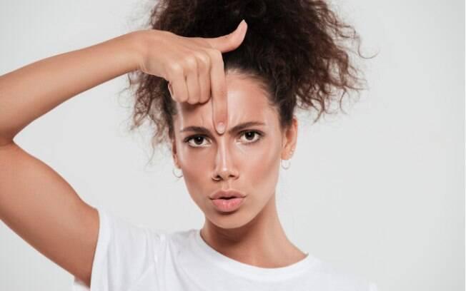 Dermatologistas indicam quais cremes usar para tratar e até amenizar as rugas em casa