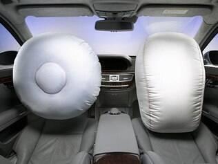 Uso do cinto de segurança é crucial para evitar ferimentos durante o acionamento do airbag