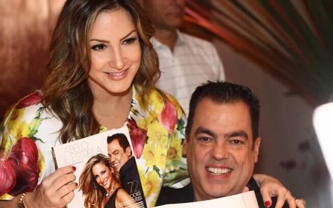Grávida de seu segundo filho, Claudia Leitte confere lançamento do livro, Cabelo de Estrela