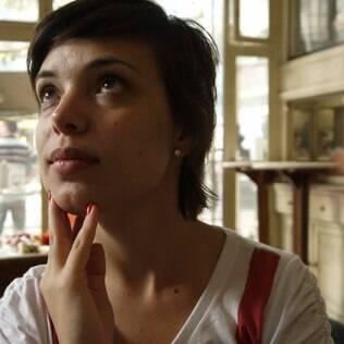 Milena Costa percebe que para os jovens de hoje a divisão entre gays e héteros não faz tanto sentido
