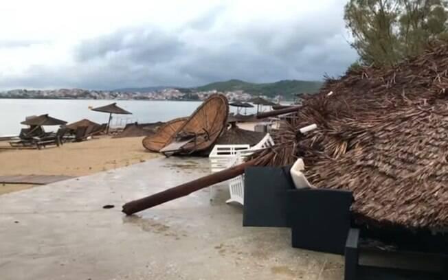 Diversas pessoas feridas foram hospitalizadas após ventos fortes, chuvas e tempestades de granizo registradas na Grécia