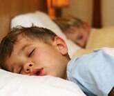 Quantas horas por dia as crianças precisam dormir?