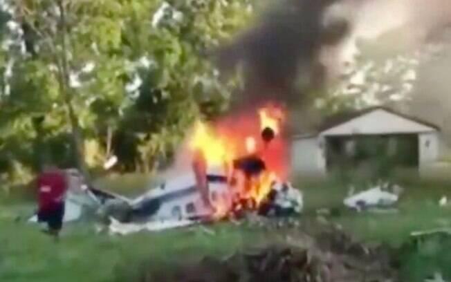 Momentos do acidente de avião foram gravados e mostram quando o adolescente conseguiu escapar dos destroços