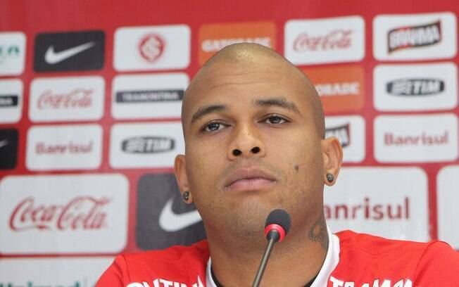 Gabriel é apresentado no Internacional e  alfineta o seu ex-time, o Grêmio