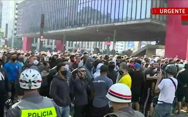 Manifestação de torcedores pró-democracia ocorre neste domingo (31)