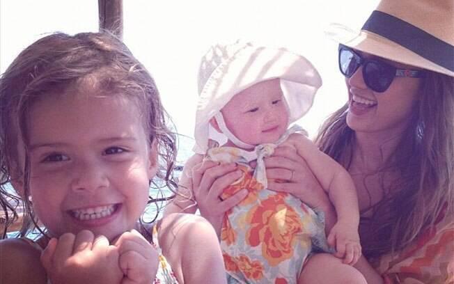 Jessica Alba com as filhas Honor e Haven