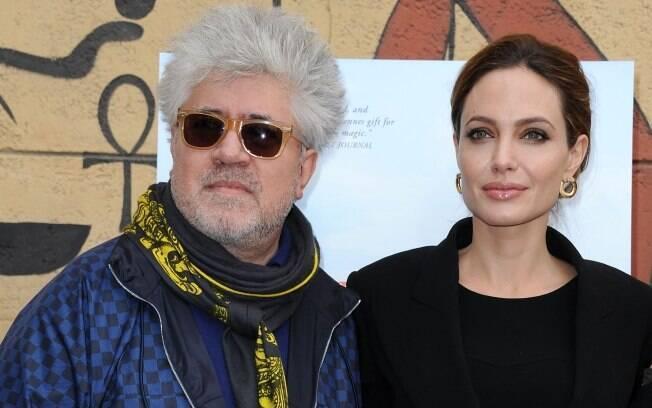 Pedro Almodóvar e Angelina Jolie no encontro dos indicados em língua estrangeira ao Globo de Ouro, realizado no dia 14