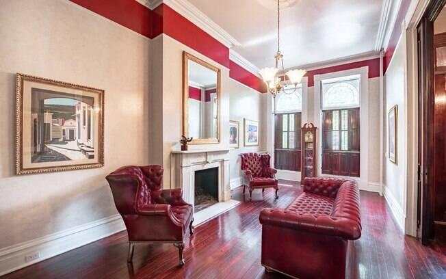 A casa foi comprada por Jeffrey e Norma Epstein em 1995 e, desde então, passou por inúmeras renovações