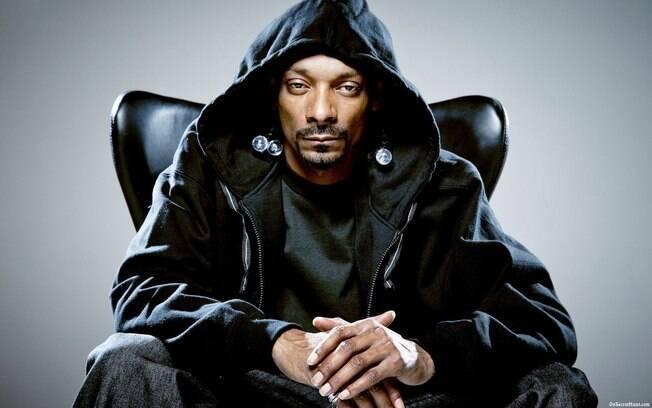 Idade dos famosos: Snoop Dogg hoje tem 46 anos, bem menos do que sua aparência faz parecer. O rapper assumiu continuar sendo cafetão mesmo depois da fama