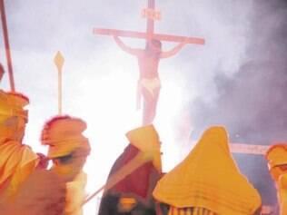 Encenação. Um dos eventos mais tradicionais é o teatro da paixão de Cristo, que acontece há mais de 30 anos no Espaço Popular de Contagem