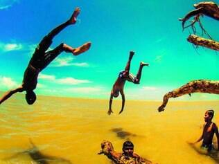 Os saltos dos meninos de Mucuri chamaram a atenção de Carlos H. Reinesch