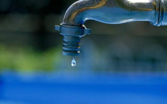 Só quatro capitais do Brasil têm água encanada em 100% das casas - Brasil - iG