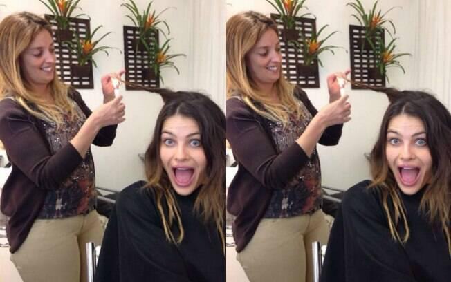 Isabeli Fontana faz o tratamento com vela no salão SPA Dios para cauterizar as pontas do cabelo evitando que as mesmas se abram