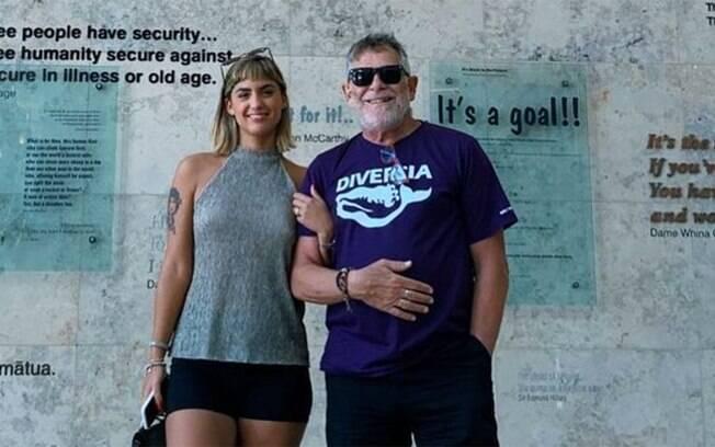 Carol Junger e José de Abreu estão noivos há mais de um ano