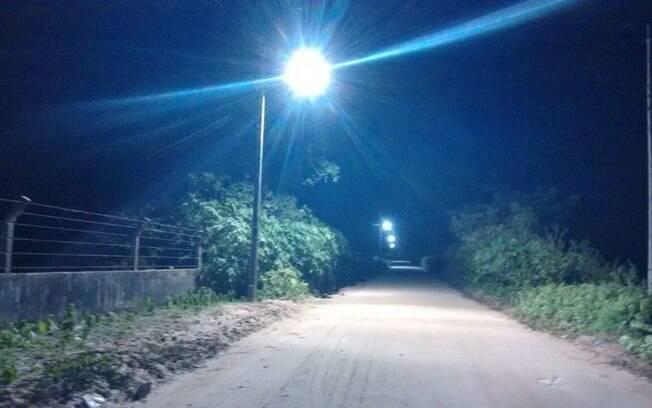 Iluminação instalada entre distritos em Pindoretama: companhia de energia diz que é clandestina