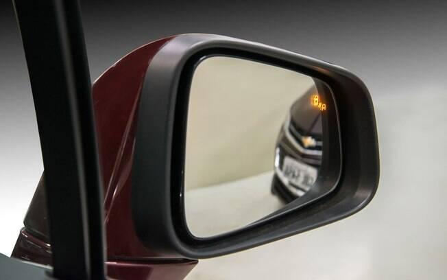 Luzes nos retrovisores que avisam se está passando um veículo próximo pode ajudar a evitar acidentes