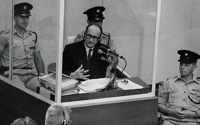 A filósofa judia Hannah Arendt registrou o julgamento do oficial nazista Adolf Eichmann em um livro-reportagem