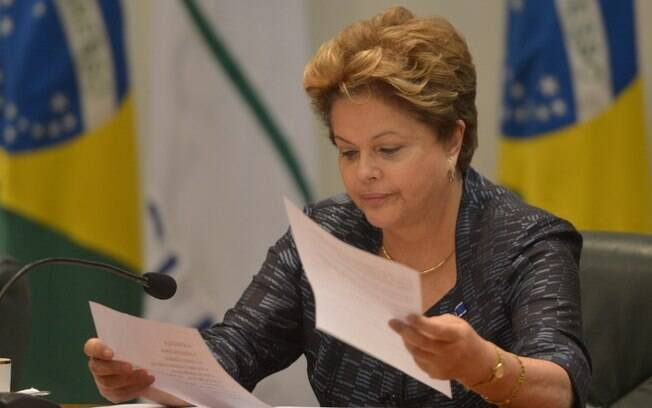 Dilma foi eleita na esteira da popularidade de Lula, mas acabou sofrendo o impeachment ainda no começo de seu segundo mandato