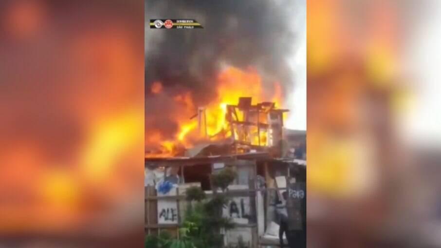 Incêndio na comunidade do Pau Queimado, zona leste da capital paulista
