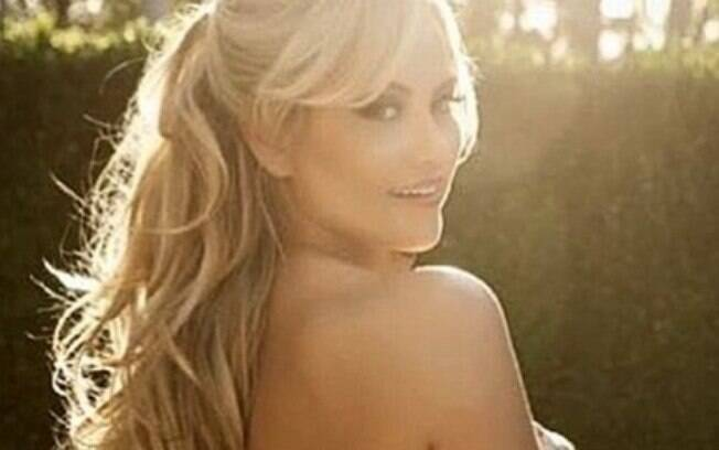 Ellen Rocche ostentou charme em foto de topless