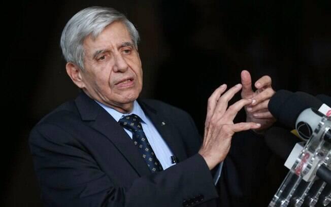 A jornalistas, Augusto Heleno atribuiu o erro de Bolsonaro à quantidade de informações que o presidente recebe