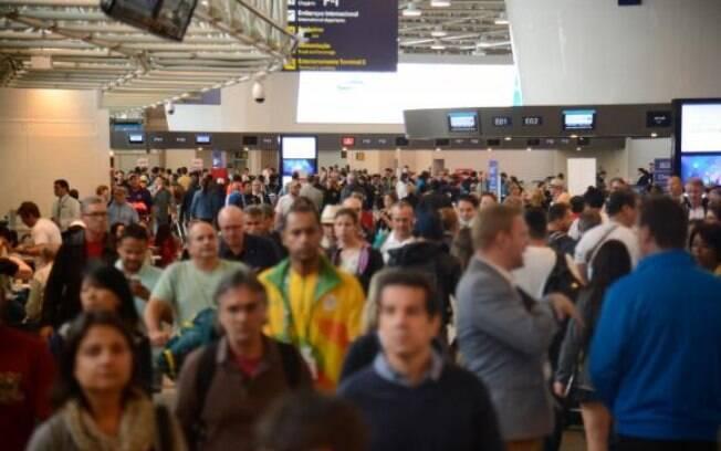 Em Guarulhos, foram canceladas 11 partidas e seis chegadas da capital argentina por causa da greve geral