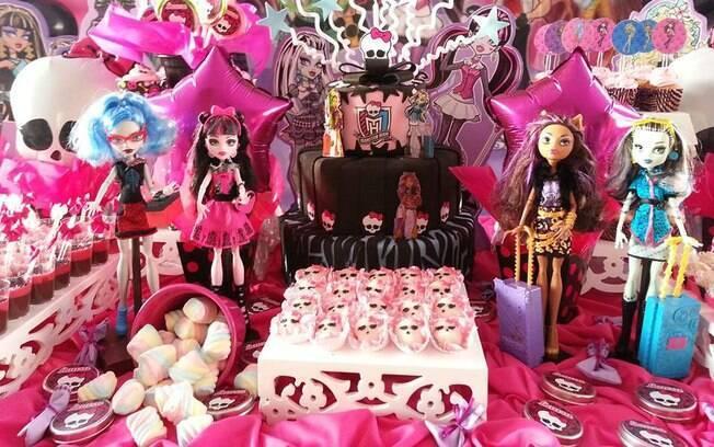 As bonecas e as caveirinhas de Monster High estão entre as decorações preferidas das meninas de todas as idades