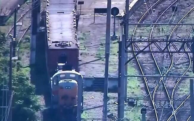 Trem em manutenção da Supervia, com dois maquinistas, foi sequestrado no Rio