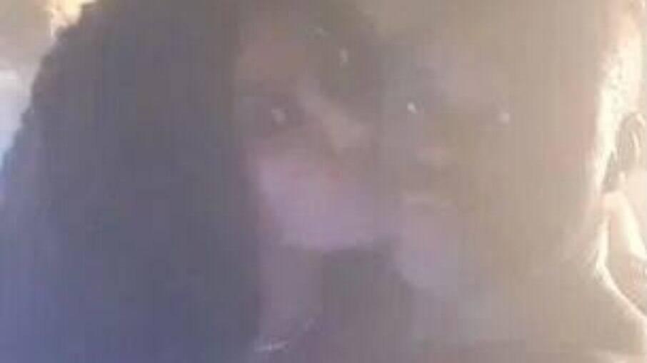 Gueye acompanhado de mulher na banheira