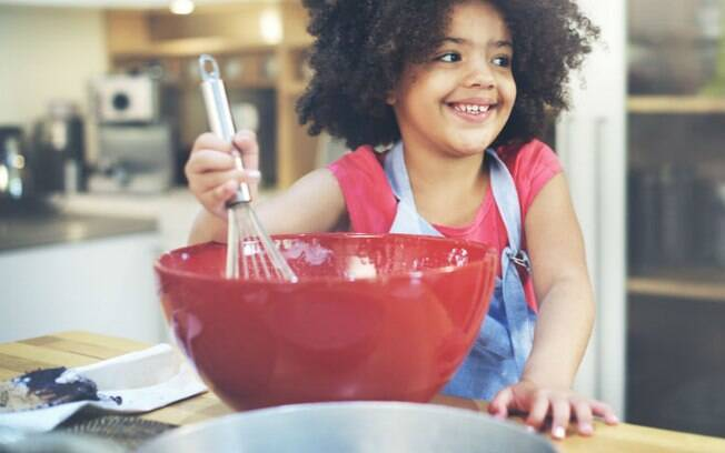 Em vez de dar um presente, as crianças podem ficar responsáveis pelo jantar ou almoço de Dia dos Avós