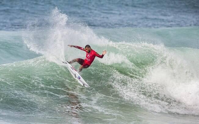 Filipe Toledo é um dos brasileiros que representam o Brasil no Mundial de surfe