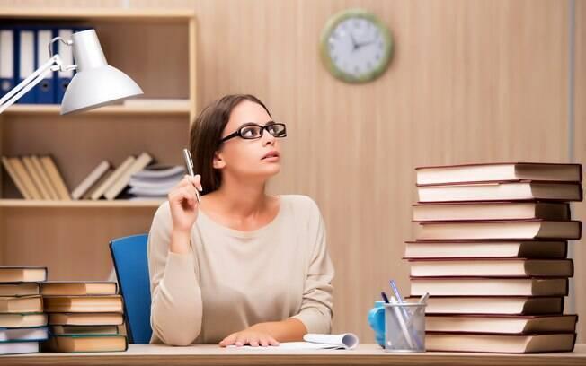 Estudar com antecedência é uma das maneiras mais tradicionais de ir bem em uma prova