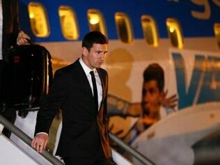 Argentina's Lionel Messi arrives at the Tancredo Neves International Airport in Belo Horizonte, Brazil, Monday, June 9, 2014. Argentina's national soccer team arrived in Belo Horizonte to continue their preparations for the upcoming 2014 World Cup. (AP Photo/Victor R. Caivano) ta10011